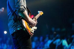 Afin de dynamiser vos événements, vous souhaitez trouver le musicien parfait. Voici les différents moyens qui existent pour dénicher la perle rare.